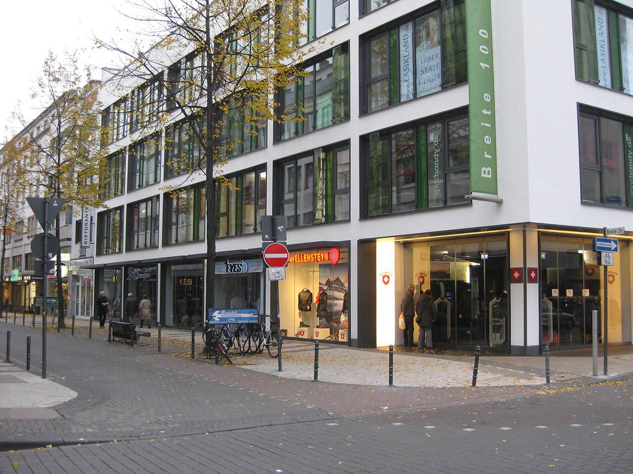 Dieses top-revitalisierte Büro- und Geschäftshaus liegt in sehr guter Lage der Kölner Innenstadt.